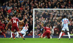 ليفربول يفوز بثلاثية رغم إهدار صلاح ركلة جزاء