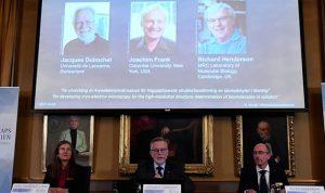 فوز سويسري وأميركي وبريطاني بجائزة نوبل في الكيمياء لعام 2017