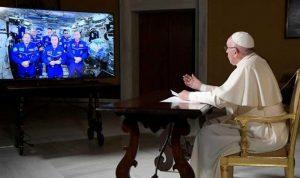 البابا يزور الفضاء افتراضيا