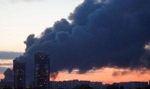 بالصور والفيديو… إجلاء 3 آلاف شخص جراء حريق في مركز تجاري في موسكو