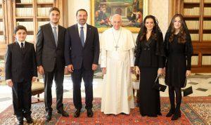بالصور… تبادل هدايا تذكارية بين البابا والحريري!