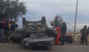 بالصور… تدهور سيارة على اوتوستراد الجية