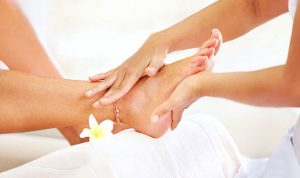 أعراض تصيب القدم تُنذر بمشكلات أكبر