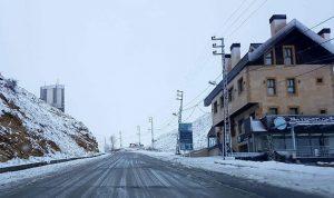 بالصور… الثلوج تغطي كفردبيان