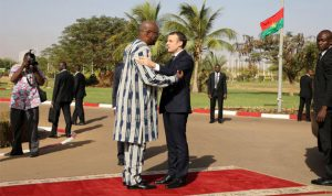 ماكرون يضع رئيس بوركينا فاسو في موقف محرج