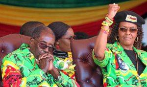 """موغابي وزوجته تحت حماية """"التمساح"""""""