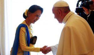 قداسة البابا يلتقي اونغ سان سو تشي
