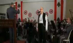 شاهد.. السفير الأوكراني يؤدي النشيد الوطني اللبناني!