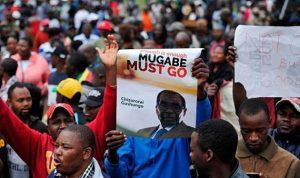 """الآلاف في شوارع زيمبابوي ابتهاجا بـ""""سقوط موغابي"""""""