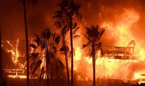 بالصور… إشتداد الحرائق في كاليفورنيا