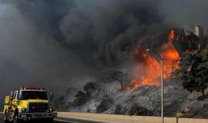 """بالصور والفيديو: حالة الطوارئ في كاليفورنيا بسبب """"توماس فاير"""""""