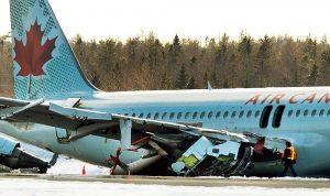 تحطم طائرة ركاب كندية
