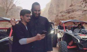 بالصور والفيديو… بن سلمان يلتقط سيلفي مع المواطنين!