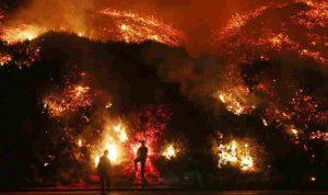 بالصور… كاليفورنيا تحت النار