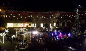 اضاءة شجرة وزينة الميلاد في ساحة دير القمر