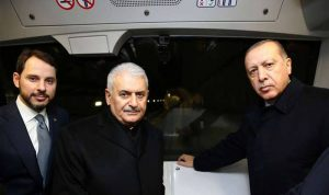أردوغان يستقل أول مترو ذاتي القيادة في تركيا (بالفيديو)