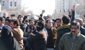 """ما دلالات بدء تظاهر الإيرانيين في""""معقل المحافظين""""؟"""