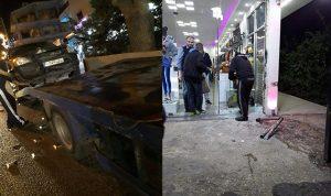بالصور… سيارة تقتحم محلاً في صيدا