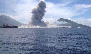 بالفيديو… ثوران بركان في غينيا الجديدة