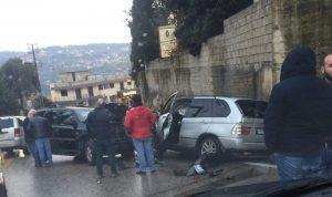 بالصورة… جريحان بحادث سير على طريق عجلتون