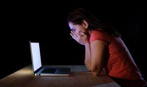 """يستخدم حسابات على """"facebook"""" ويبتز قاصرات.. والامن بالمرصاد"""