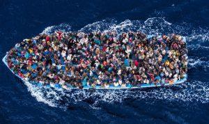 إنقاذ مئات المهاجرين إلى إيطاليا