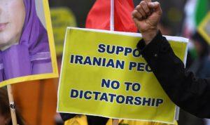 بالفيديو… إيران تعدم متظاهراً سنياً حمل صورة صدام!