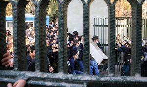 إيران تنشر الحرس الثوري لإخماد التظاهرات