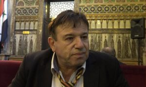 بالفيديو… نائب سوري يخطىء وزملاؤه يسخرون!
