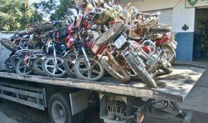 توقيف شاحنات تنقل دراجات نارية محجوزة