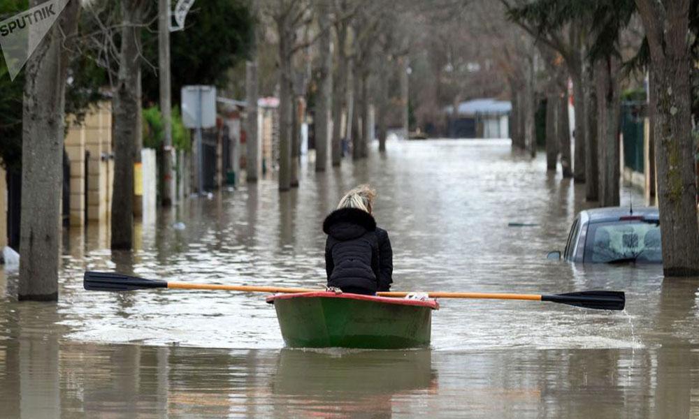 Image result for منسوب المياه في نهر السين يبلغ ذروته في باريس
