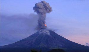 ثوران بركان في جزيرة لابالما الإسبانية (فيديو)