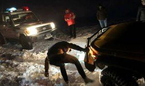 بالصورة… إنقاذ أشخاص إحتجزتهم الثلوج في الضنية