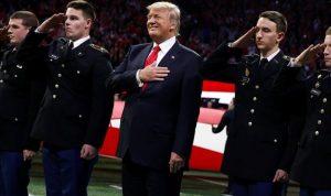 بالفيديو… ترامب يخذل نشيد بلاده الوطني!
