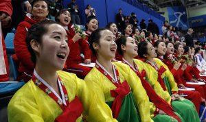"""مشجعات كوريا الشمالية وعبيد الزعيم.. أسرار تكشفها """"منشقة"""""""
