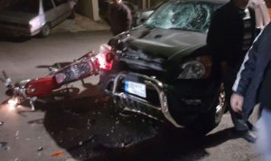 بالصورة… جريحان بحادث على طريق بترومين