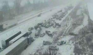 بالفيديو… حادث سير مروع بين 70 سيارة وشاحنة