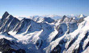 معجزة رياضية.. طفل هندي يتسلق أعلى جبل في أوروبا