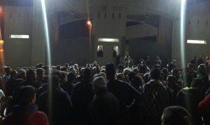بالصور… أهالي عرمون يطالبون بتسليمهم الجاني