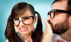 إليكم أسباب وحلول رائحة الفم الكريهة