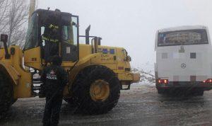 إنقاذ تلامذة حاصرتهم الثلوج على طريق عام فقرا