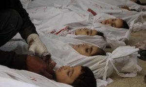 بالفيديو… العناق الأخير بين أب وجثة طفله في الغوطة