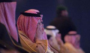 بالفيديو والصور… دموع الملك سلمان في مشهد مؤثر