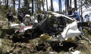 بالفيديو والصور…نجاة وزير مكسيكي بعد تحطم طائرة كانت تقله