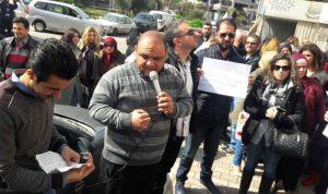 إعتصام لاساتذة ثانويين أمام كلية التربية