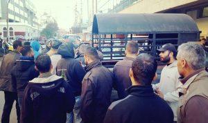 عمال بلدية طرابلس يعتصمون مطالبين بالسلسلة