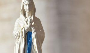 تطواف تمثال العذراء في المناطق المنكوبة بتنظيم من شباب القاع