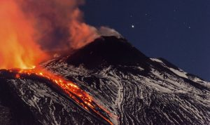 بركان يهدد حياة 100 مليون شخص