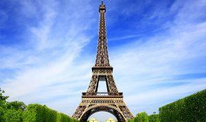 برج إيفل من اللون البني الى الأحمر!