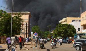 بالصور… هجوم استهدف سفارة فرنسا في واغادوغو